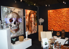 De stand van Art Gallery Vote, gespecialiseerd in diverse high-end kunstcollecties.